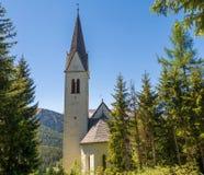 Det bryta kapellet av S maddalena Det gotiska kapellet byggdes i 1480 av gruvarbetarna av Monteneve, den Ridanna dalen, Racines,  Royaltyfri Bild