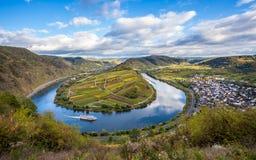 Det Calmont Moselle öglaslandskapet i höstfärger reser Tyskland Arkivfoton
