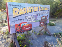 Det Carsland ingångstecknet på det Disney Kalifornien affärsföretaget parkerar Royaltyfri Fotografi