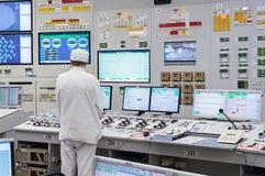 Det centrala kontrollrummet av kärnkraftverket Royaltyfri Bild