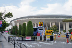 Det Cerezo Osaka Soccer laget fläktar att gå till leken på Yanmar stadion Nagai, Osaka Japan Royaltyfri Fotografi