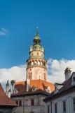 Det Cesky Krumlov slottet står hög Arkivbild