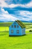 Det charmiga lantliga lantliga huset Arkivfoto