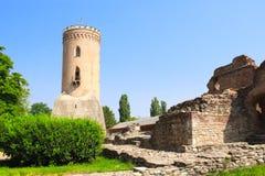 Det Chindia tornet och fördärvar av den kungliga domstolen, Targoviste, Rumänien Arkivfoton