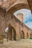 Det Chindia tornet på den furstliga domstolen i Targoviste, Rumänien royaltyfri bild