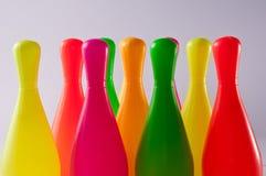 Det Colorfull bowlingstiftet lurar leksaken Arkivbild