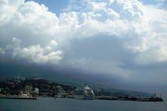 Det Crimean landskapet, eyeliner i Yalta Royaltyfria Bilder