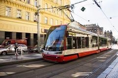 Det Czechia folket och utlänninghandelsresande använder den retro spårvägen på I P Pavlova station Fotografering för Bildbyråer