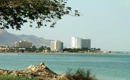 Det döda havet, är saltar sjön som gränsar Jordanien till norden, och Israel till det västra dess yttersida och kuster är 430 5 m arkivfoton