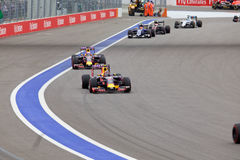 Det Daniil Kvyat Red Bull Racing F1 laget leder laget för Daniel Ricciardo Red Bull Racing formel 1 Royaltyfri Fotografi