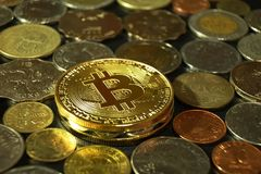 Det Digital curencybegreppet, ethereum med annan myntar bakgrund, den Thailand bahten, den Hong Kong dollaren, FilippinernaPeso Royaltyfri Fotografi