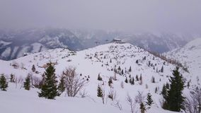 Det dimmiga vädret på den Feuerkogel monteringen, Ebensee, Salzkammergut, Österrike arkivfilmer