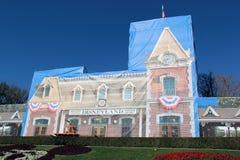 Det Disneyland drevet posterar under konstruktion Arkivfoton