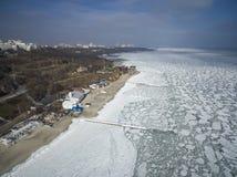 Det djupfrysta Blacket Sea i Odessa Feb 2017 royaltyfri fotografi