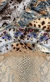 Det djura trycket blommar barock design arkivfoton