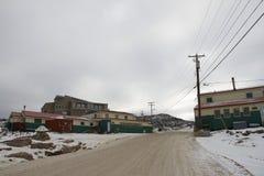 Det Dorset konsttrycket shoppar, och litografiet shoppar i udde Dorset Kinngait Nunavut Arkivbild
