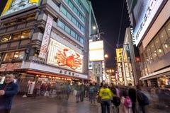 Det Dotonbori området är ett berömt område för att shoppa och mat i Osaka, Japan arkivfoton