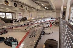 Det Douglas DC-3 flygplanet kallade Flaggskepp det orange länet arkivbild