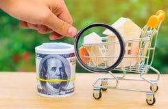Det egenskapsinvesteringen och huset intecknar finansiellt begrepp buying arkivbild