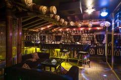 Det Egypten stilrummet av karaoke - klubba FARAO Arkivfoton