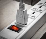 Det elektroniska pluggade in blocket för maktproppen multiprize 3 bänder Royaltyfri Foto