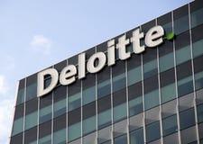 Det Eloitte kontoret, deloitte gör skattredovisning, Consultanc och fena Arkivfoto
