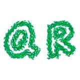 Det engelska alfabetet som göras med gräsplansidor, sommartema, märker Q R Arkivfoton