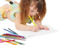 det färgade barnet tecknar blyertspennabilden arkivfoto