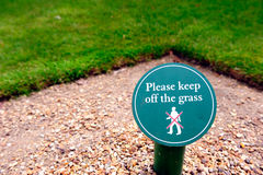 Det förbjudna tecknet, går inte till och med gräs Royaltyfria Bilder