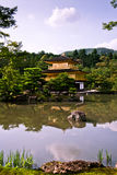 Kinkakuji guld- paviljong i Kyoto, Japan Royaltyfri Bild