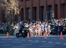 Det första benet av Hakone Ekiden, den college- Tokyo-Hakonen ekiden vägrelän på Januari 2 royaltyfri foto