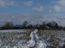 Det första insnöat centrala landsdelen av Ryssland Royaltyfria Bilder