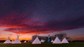 Det första nationuniversitetet av Kanada på solnedgången arkivbilder