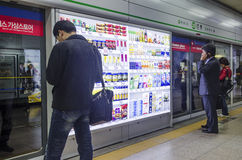 Metroen posterar i seoul korea Royaltyfria Foton