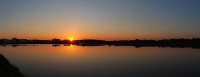 Det fantastiska landskapet av det h?rligt saltar l?genheter under solnedg?ngen p? Colonia de Sant Jordi, Ses saltdam, Mallorca, S arkivfoton