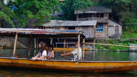 Det Fenghuang Tuojiang kryssningskeppet Arkivfoto