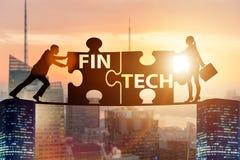 Det finansiella teknologibegreppet för fintech med pusselstycken Arkivbild