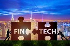 Det finansiella teknologibegreppet för fintech med pusselstycken Arkivbilder