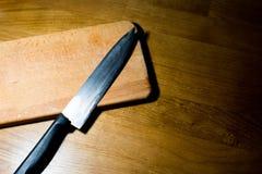 Det finns en kniv p? br?det royaltyfria foton
