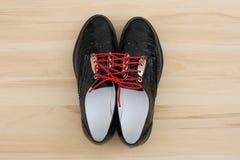 Det finns försiktiga svarta skor Arkivbild