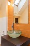 Det flott huset - sjunka i badrum royaltyfria foton