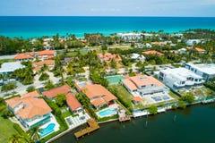Det flyg- materielfotoet av lyxig strand Miami returnerar arkivbilder