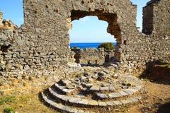 Det forntida fördärvar av amfiteater i Anemurium Arkivfoto