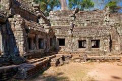 Det forntida fördärvar av en historisk en khmertempel i tempelcomplen Royaltyfria Bilder