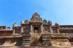 Det forntida fördärvar av en historisk en khmertempel i tempelcomplen Arkivbilder