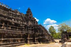 Det forntida fördärvar av en historisk en khmertempel i tempelcomplen Royaltyfri Foto