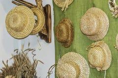 Det forntida hantverket Hattar av sugrör handgjorda Dudutki, Vitryssland Arkivbild