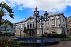 Det forntida stadshuset av den Fort-de-France- och Aime Cesaire teatern Fort de France är huvudstaden av den Martinique ön Arkivfoto