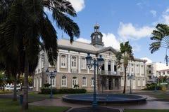 Det forntida stadshuset av den Fort-de-France- och Aime Cesaire teatern Fort de France är huvudstaden av den Martinique ön Arkivbild