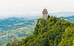 Det forntida tornet Montale, tredjedelen av de tre tornen på ett p royaltyfria foton